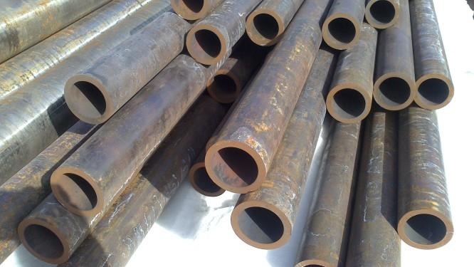 Труба толстостенная 73х9 стальная бесшовная горячекатаная ГОСТ 8732-78 купить в наличии на складе от 1 метра.